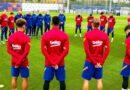 El primer equipo del FC Barcelona con Messi guardaron un minuto de silencio por Maradona